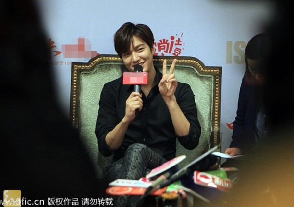 1395820000 leeminho langsao eva 2 1 Lee Min Ho điệu đà trong buổi họp báo