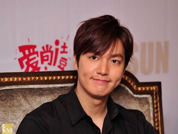 1395820000 leeminho langsao eva 3 1 Lee Min Ho điệu đà trong buổi họp báo