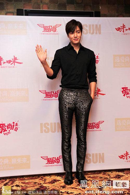1395820000 leeminho langsao eva 6 1 Lee Min Ho điệu đà trong buổi họp báo