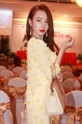 angela phuong trinh da kip thoi sua sai sau phau thuat tham nhu nao 1 266x400 Angela Phương Trinh đã kịp thời sửa sai sau phẫu thuật thẩm mỹ như thế nào?